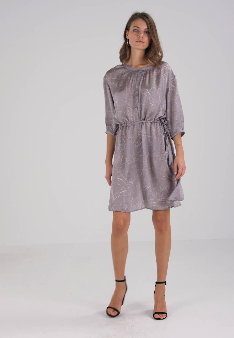And Less FILIPPA DRESS - Robe chemise - wetwheater