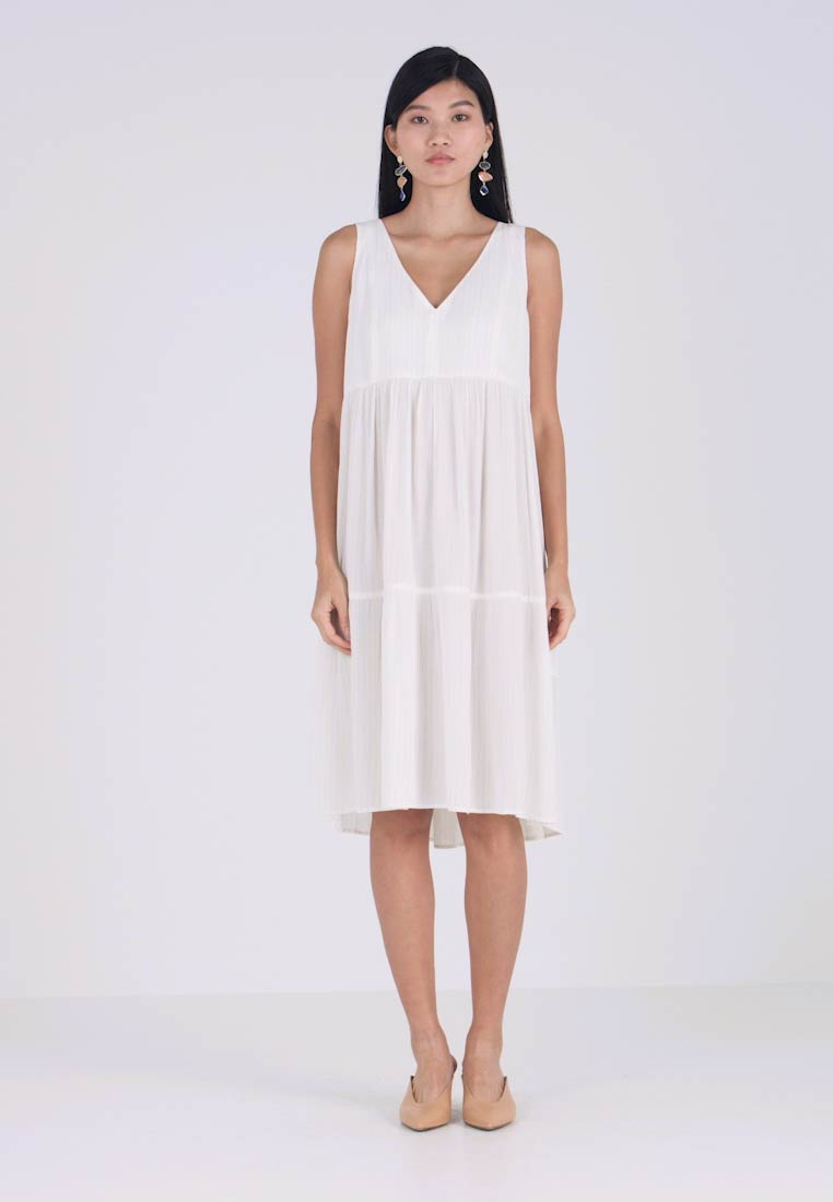 And Less - TELMA DRESS - Hverdagskjoler - white allysum