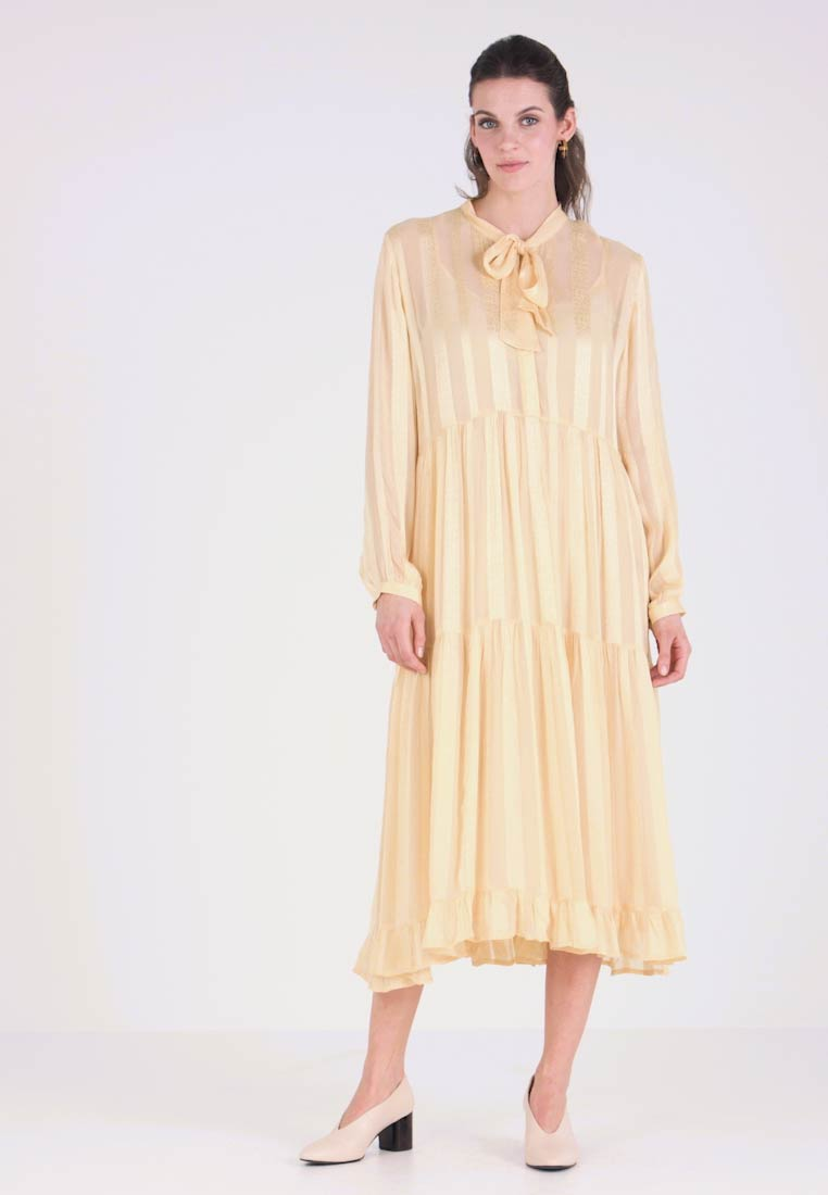 And Less - PANORA DRESS - Maxikleid - straw