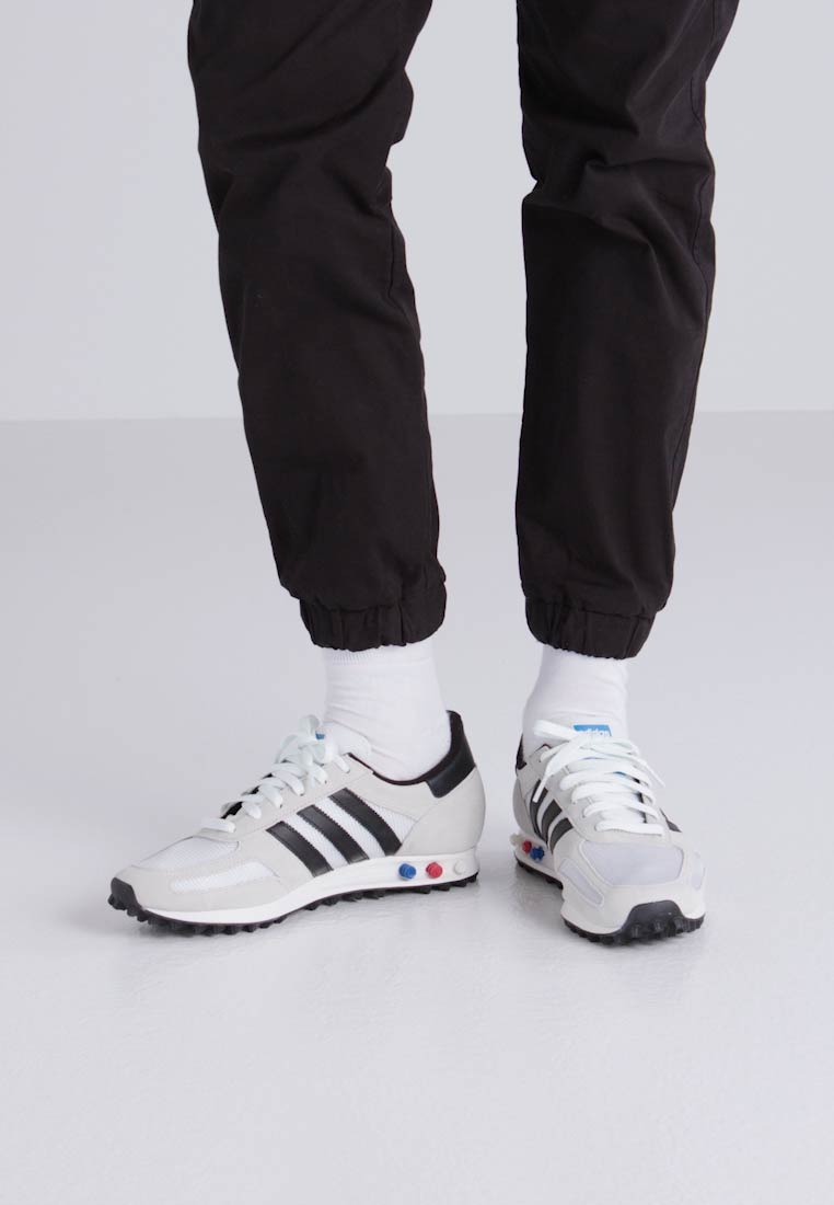 adidas Originals LA TRAINER OG - Sneaker low - vintage white/core black/clear brown