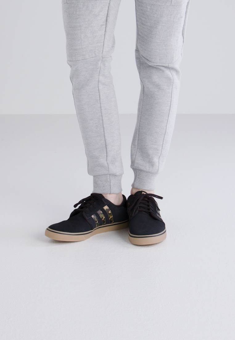 adidas low Originals SEELEY - Sneaker low adidas - core black/cardboard  Tragbare Schuhe 6f54af