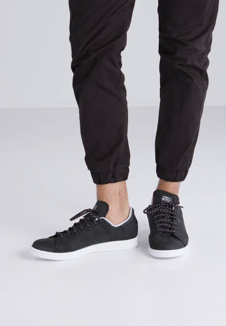 adidas Originals STAN SMITH - Zapatillas - core black/hi core black/hi-res red