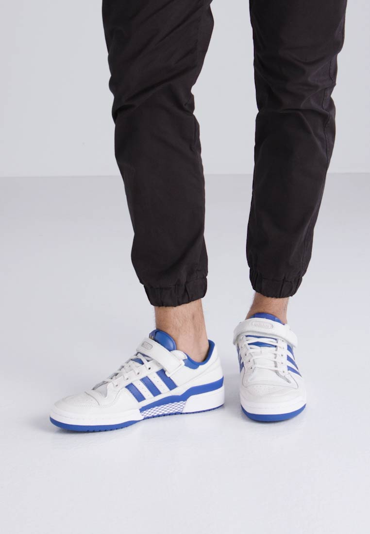 adidas Originals FORUM - Zapatillas chalk white/collegiate royal/gold metallic