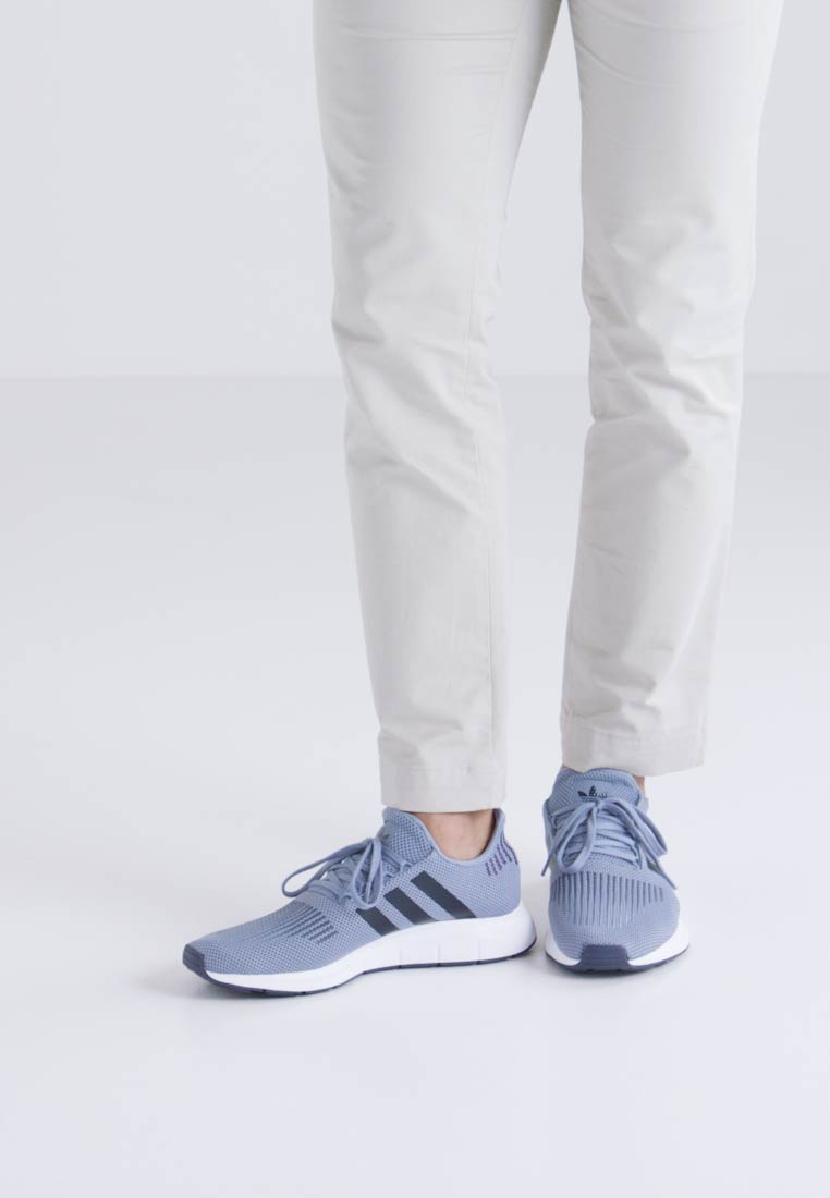 adidas Originals SWIFT RUN - Joggesko - raw grey/trace blue/medium grey heather