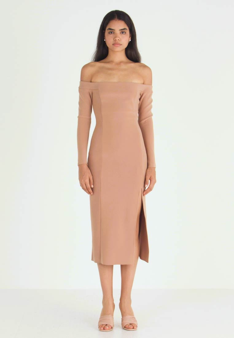 Bec & Bridge - ELKE OFF SHOUDLER MIDI DRESS - Fodralklänning - caramel
