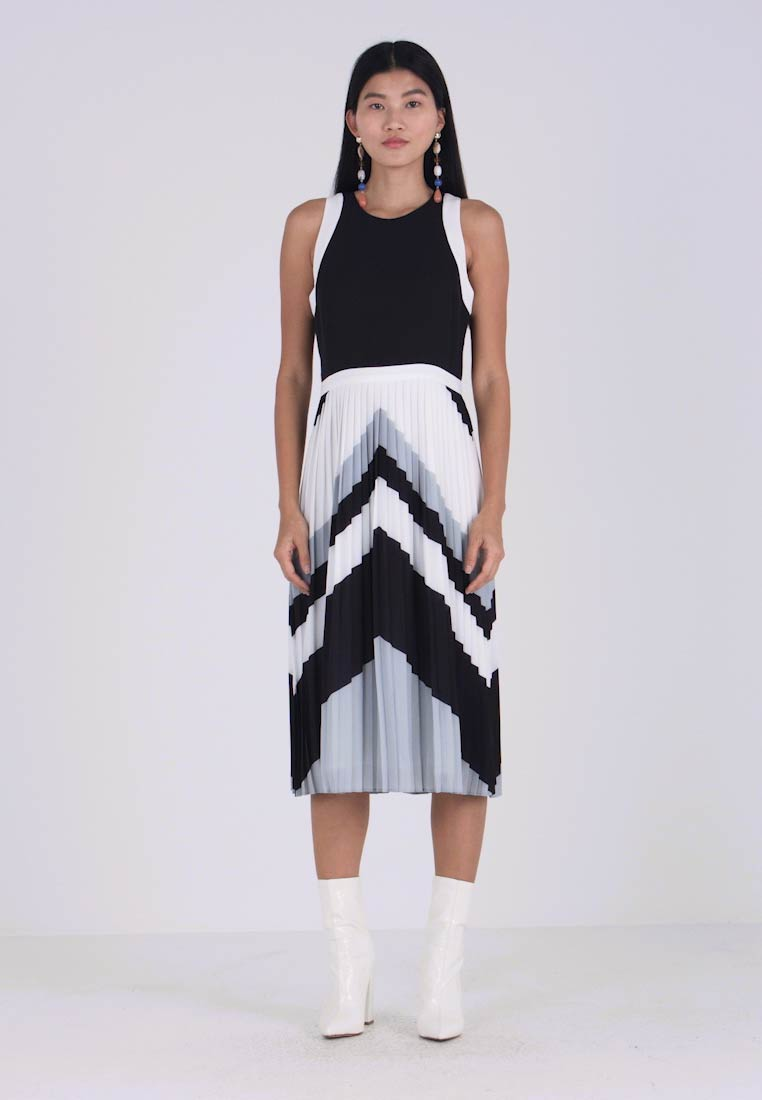 Dress Chevron white Blocked Republic Black Banana Freizeitkleid pzqZZR