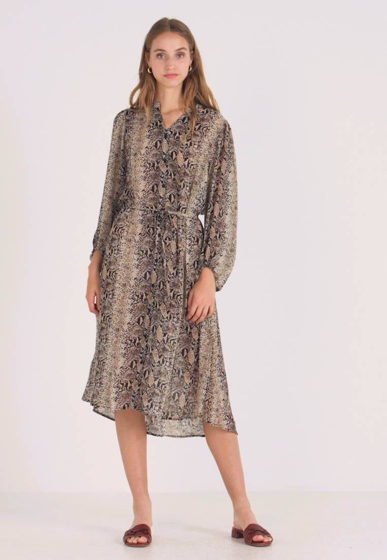 b.young - BYGESNAKE DRESS - Blusenkleid - off white