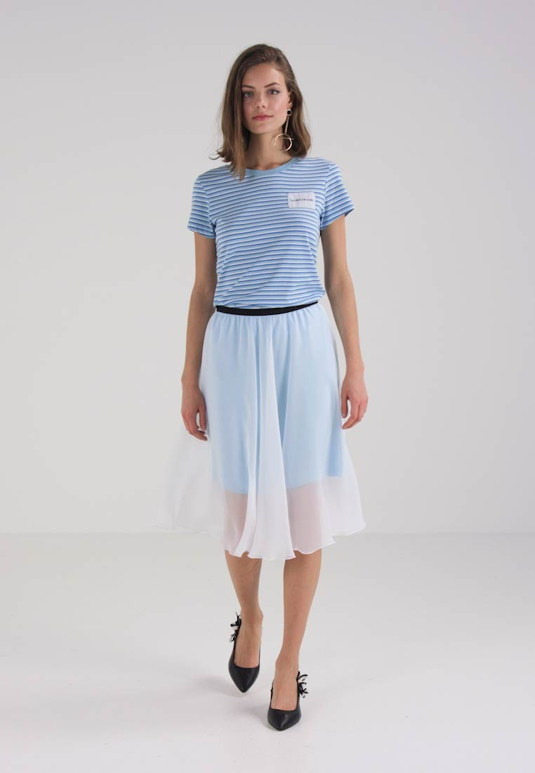 Length White Skirt line Bright Klein Jeans sky Mid Double Blue A Layer Calvin SXOwYnw