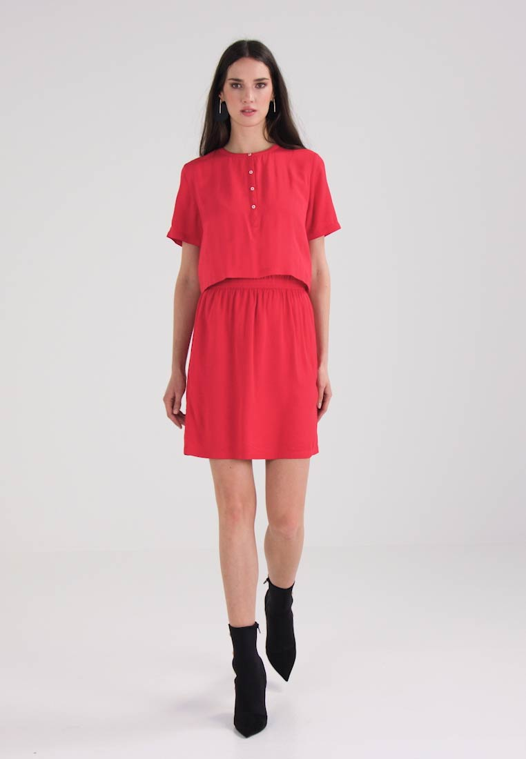 Day Tango Calvin Red Delores Waisteddress Klein Jeans Dress vwvxYqHI8