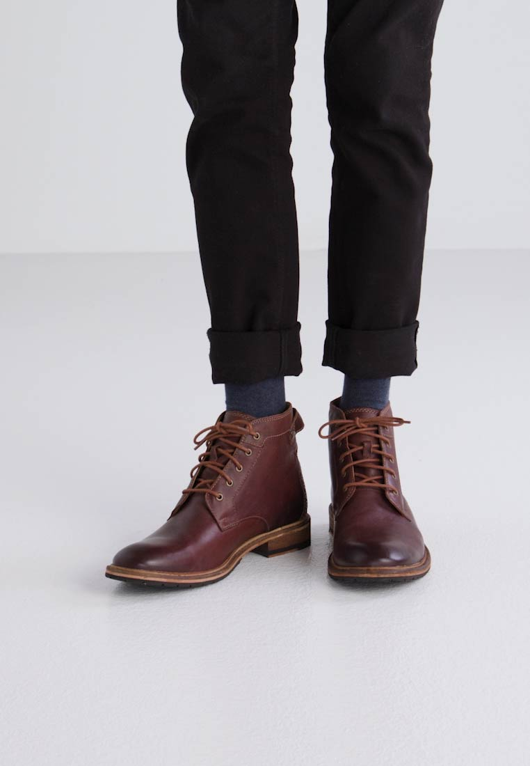 Mahogany Clarkdale Bud up Lace Clarks Boots n0C8F8pX