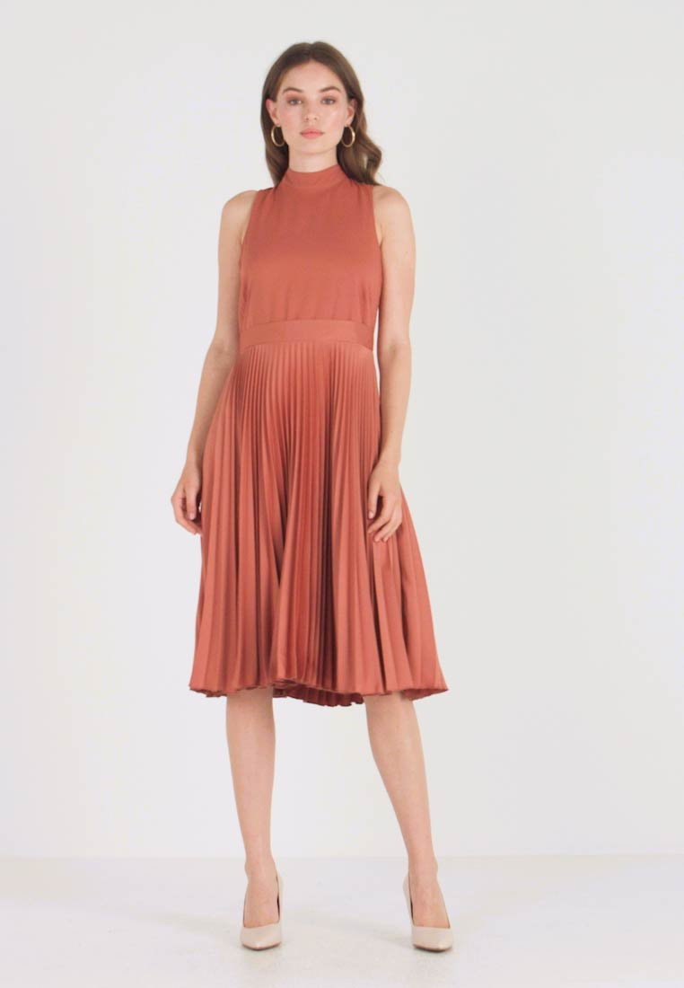 Closet - PLEATED SKIRT DRESS - Freizeitkleid - rust