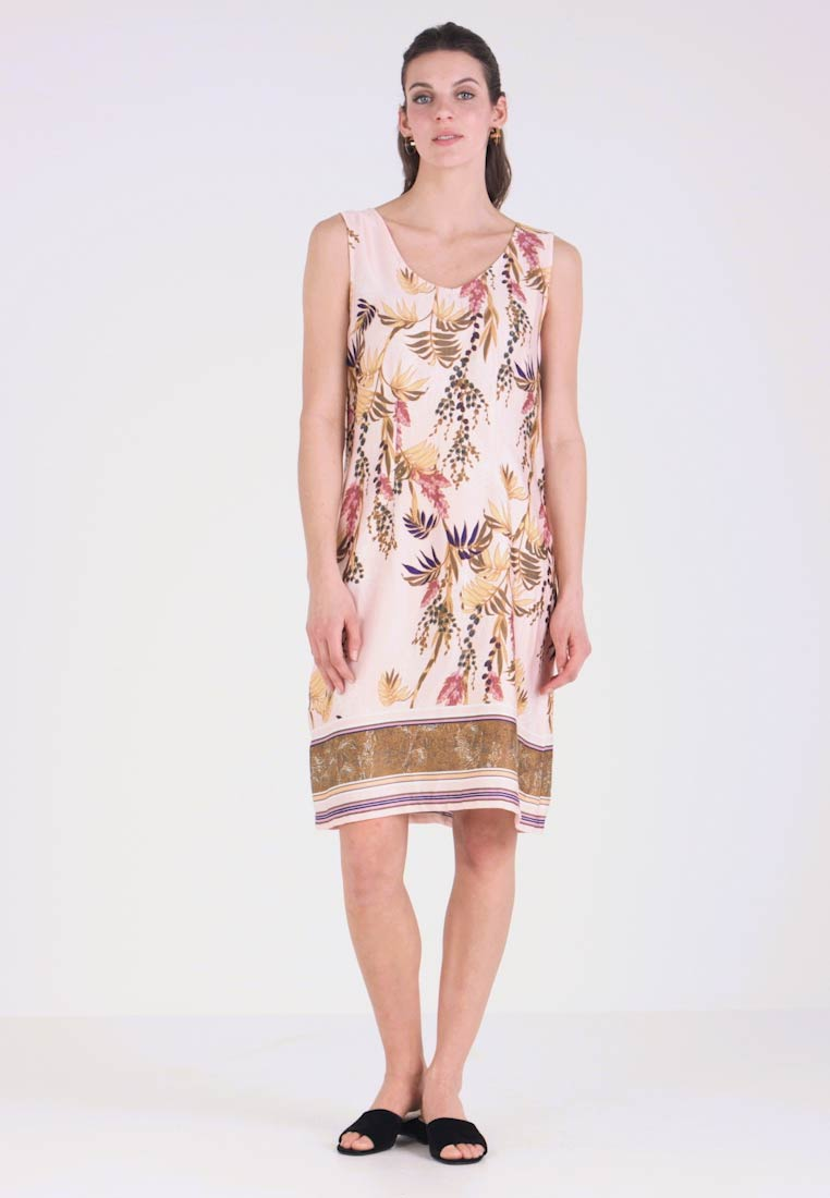 Cream - MONIQUE DRESS - Vapaa-ajan mekko - sunshine rose