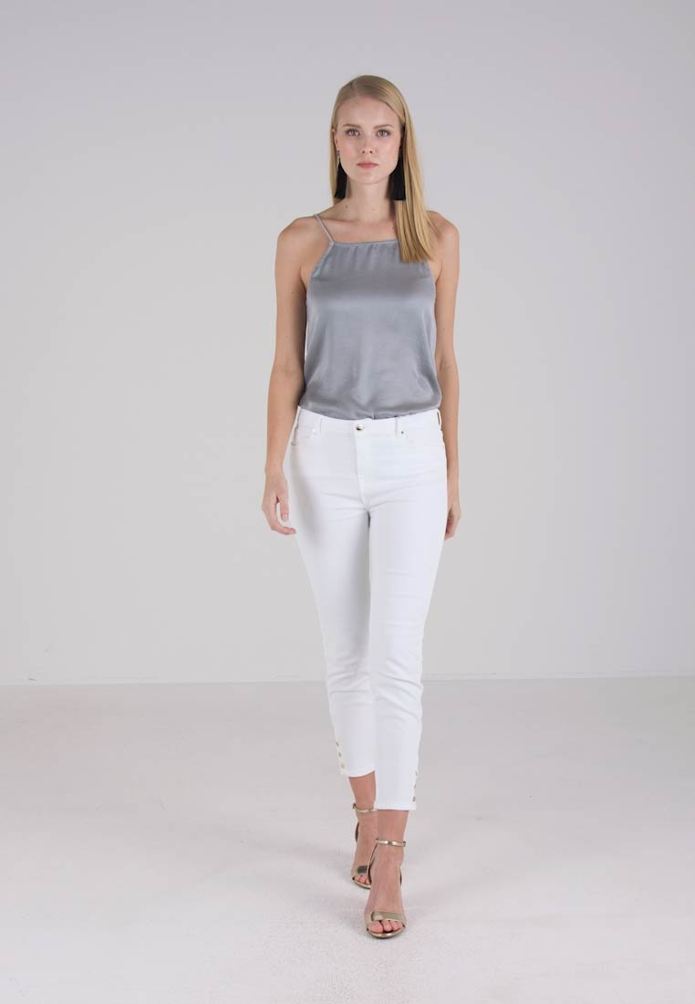 Cortefiel SLIM FIT TROUSERS WITH BUTTONS IN HEM - Slim fit jeans - white