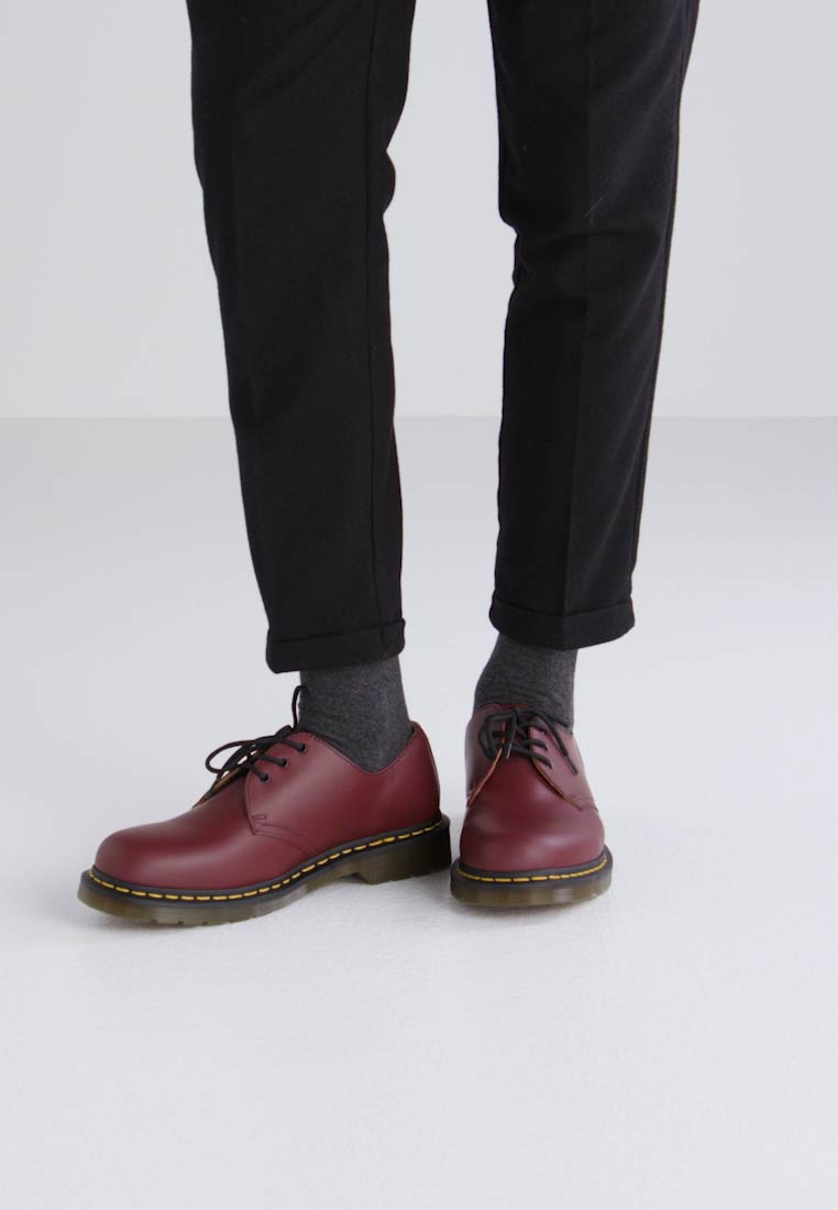 Dr. Martens BLACK SMOOTH - Zapatos con cordones cherry red