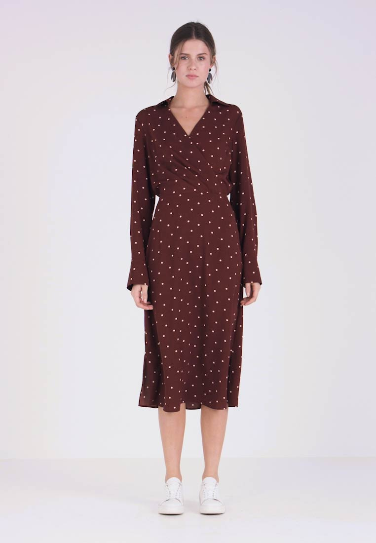 Dorothy Perkins Tall - SPOT MIDI - Freizeitkleid - brown