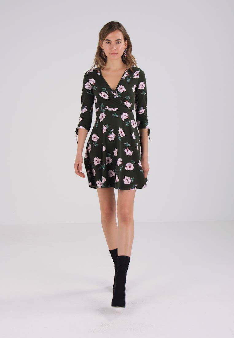 Dorothy Perkins FLORAL FIT AND FLARE - Jerseykjole - green