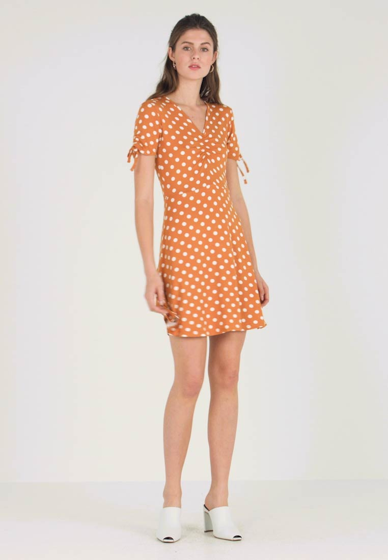 5b368369086 Dorothy Perkins RUCHED SPOT FIT AND FLARE - Jersey dress - ochre ...