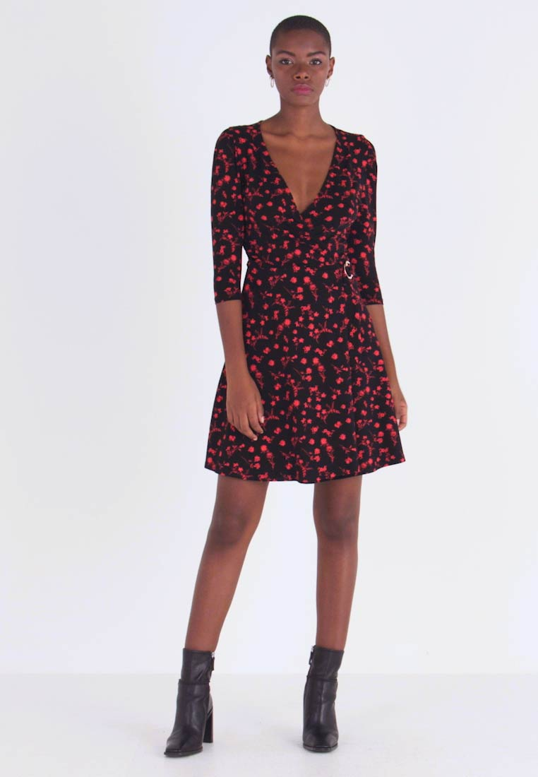 Dorothy Perkins - FLORAL BUCKLE DETAIL WRAP - Jersey dress - red
