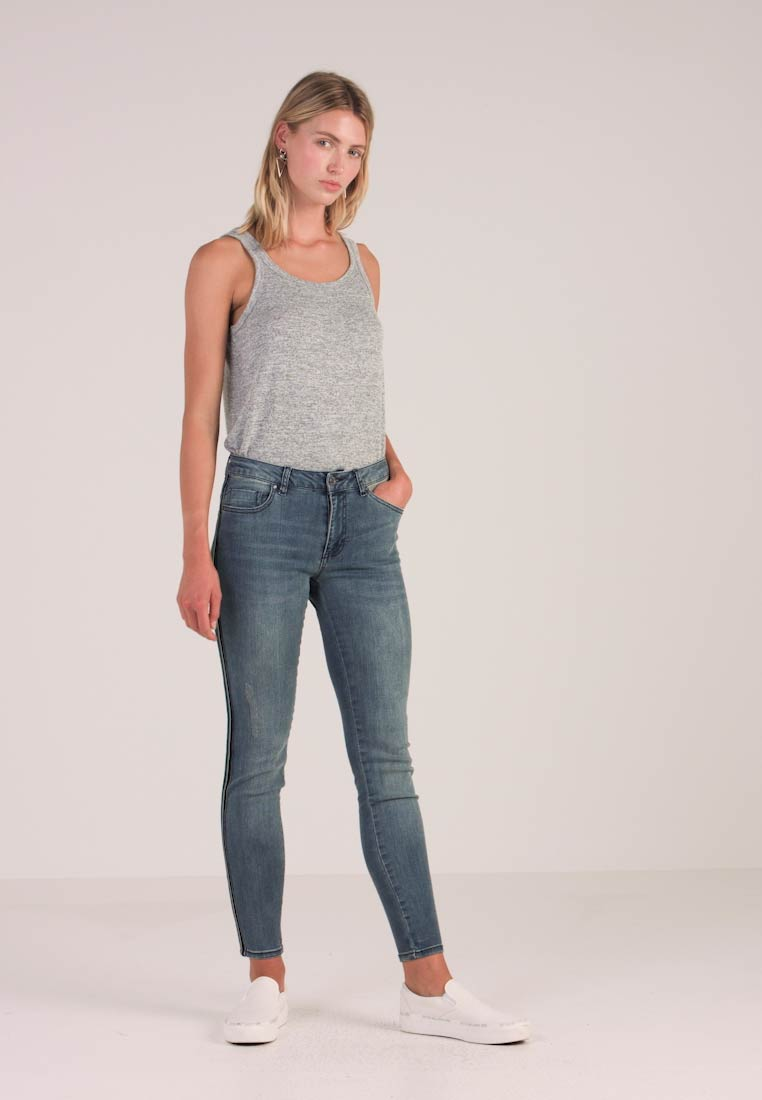 Freequent - ADDIS ANKLE JE - Jeans Skinny Fit - dusty blue