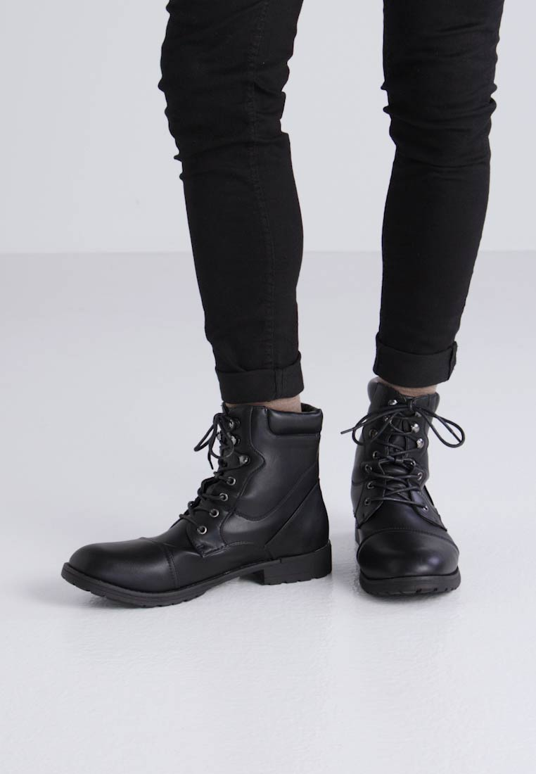 Feud London TOECAP MILITARY BOOT - Botines con cordones black