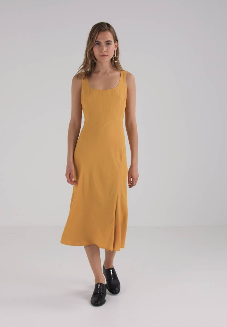 Finery London AUGUSTA FIT AND FLARE DRESS - Robe longue - marigold