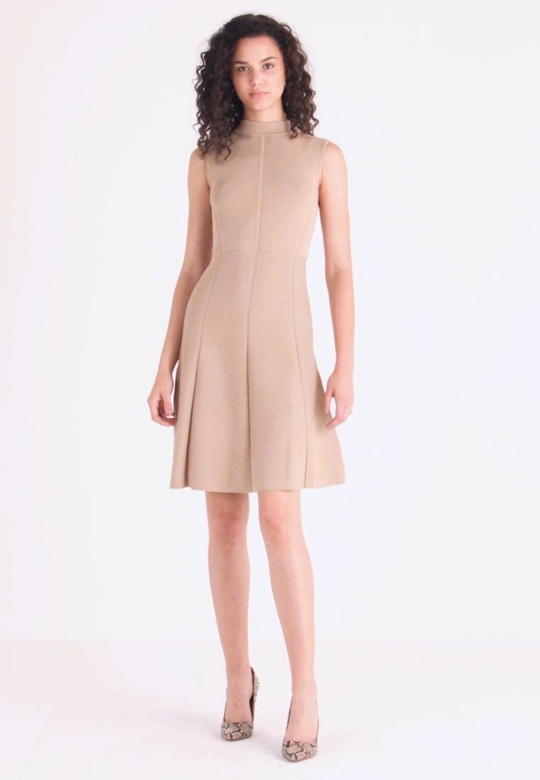 Forever New - FIT AND FLARE DRESS - Pletené šaty - camel