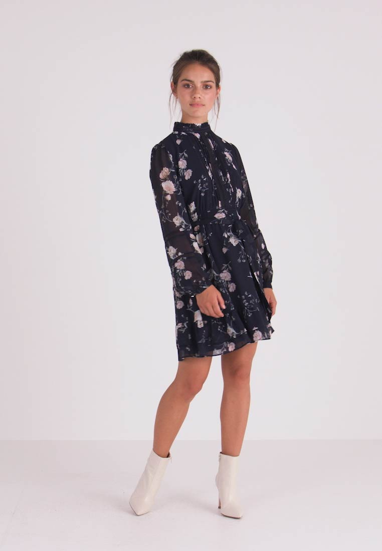 Forever New Petite - PEARL PINTUCK SKATER DRESS - Hverdagskjoler - midnight bloom