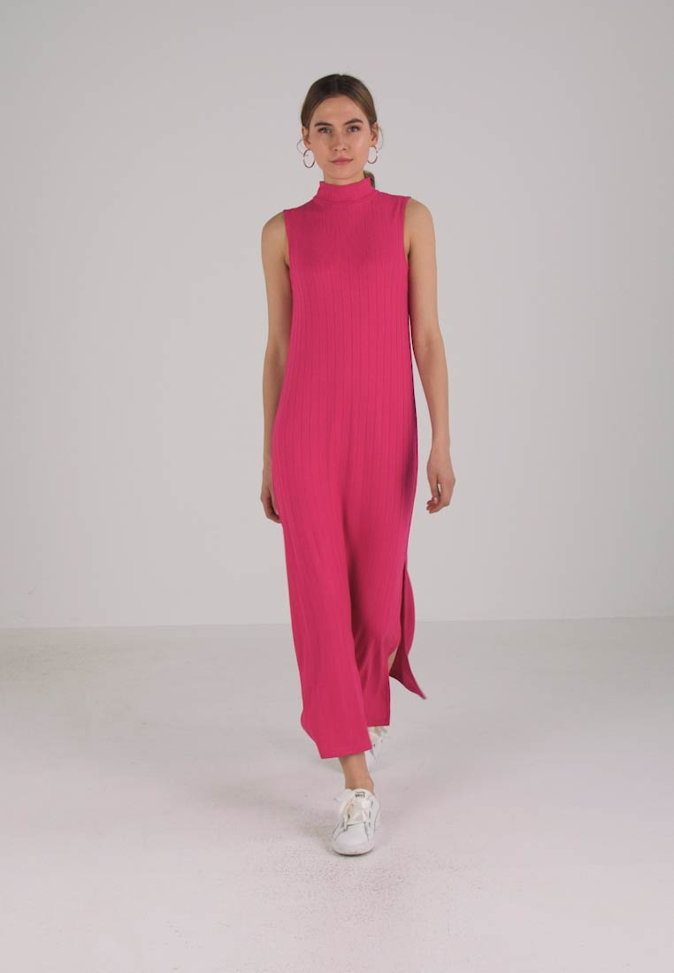 French Connection SYROS SWEETER  - Robe longue - magenta haze
