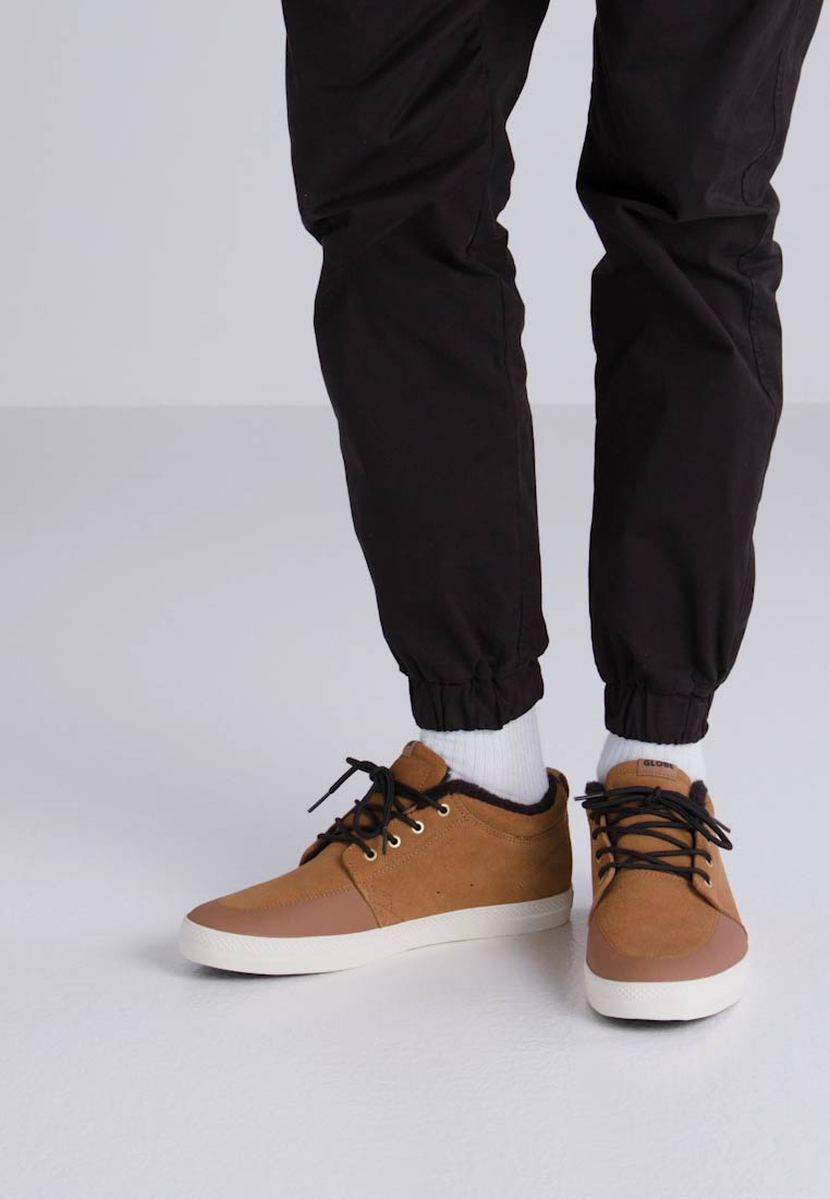 Globe CHUKKA - Zapatillas brown/black
