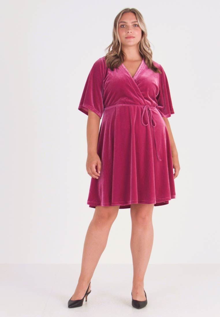Glamorous Curve - WRAP DRESS - Day dress - deep orchid