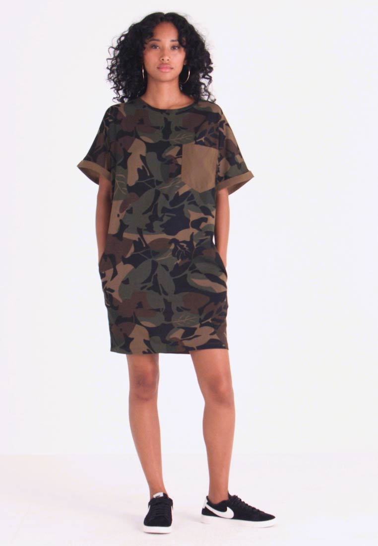 G-Star - MOXEL PKT DRESS WMN S\S - Jersey dress - wild olive/forest night