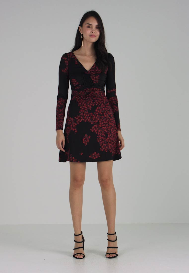Guess - BABETTE  - Robe en jersey - black/red