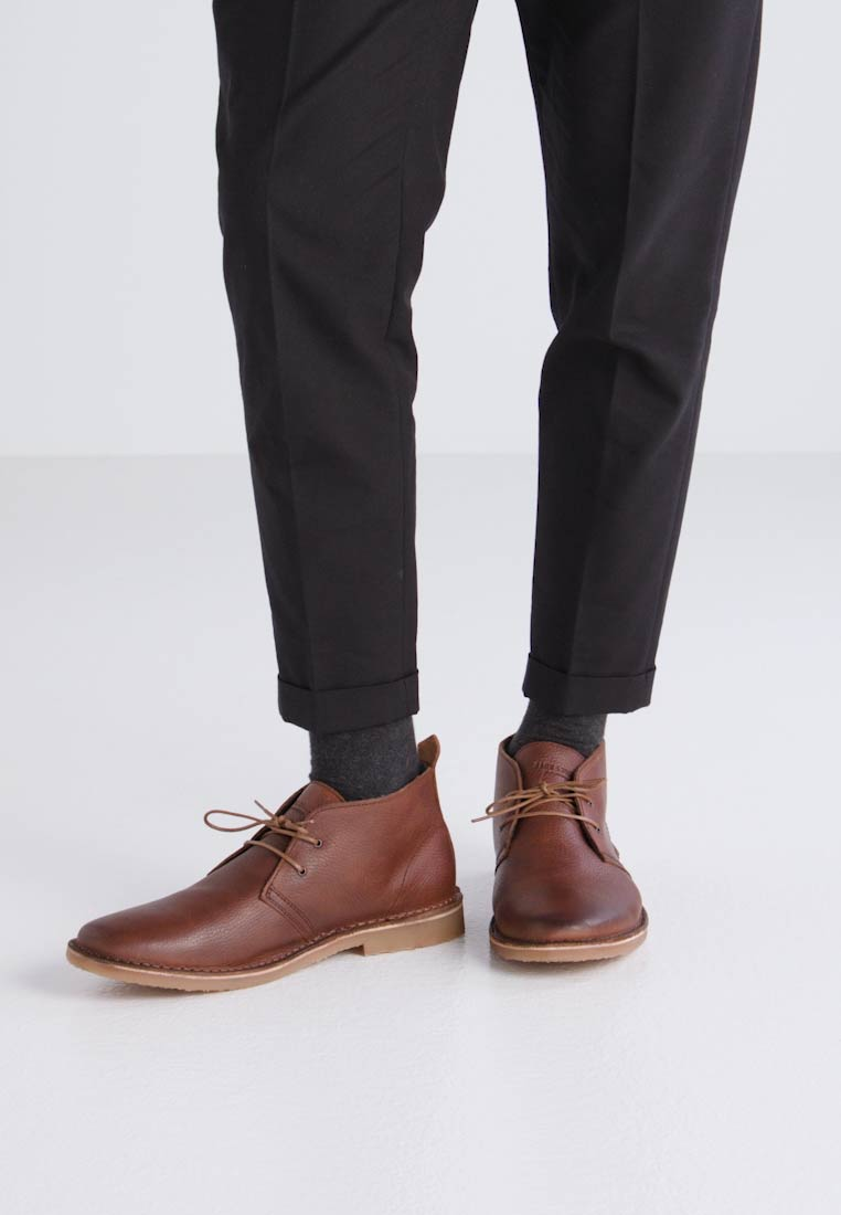 Jack & Jones JFWGOBI TUMBLED - Zapatos con cordones warm brown stone