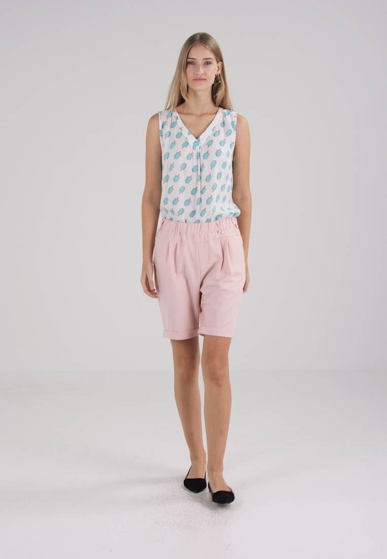 Kaffe JILLIAN BERMUDA PANT - Shorts - peach whip