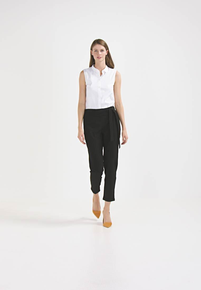 Kaffe - JILLIAN BELT PANT - Trousers - black deep