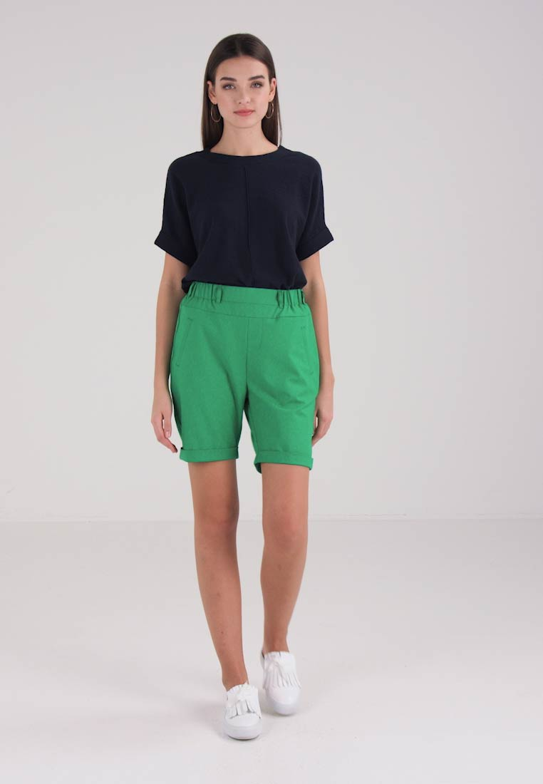 Kaffe JILLIAN SOFIE BERMUDA - Shorts - jelly bean green