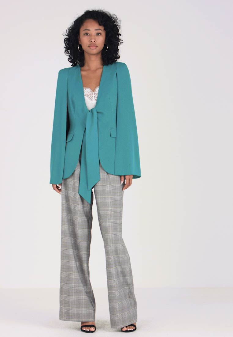 Lavish Alice - TIE FRONT FITTED CAPE - Blazer - jade green