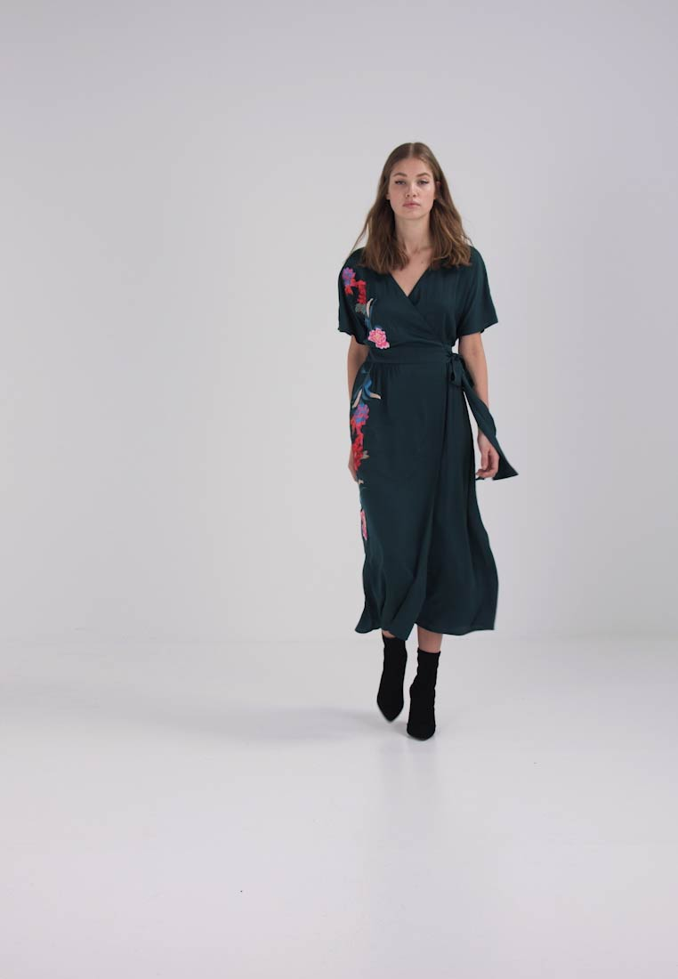 Lost Ink EMBROIDERED WRAP DRESS - Robe longue - dark green