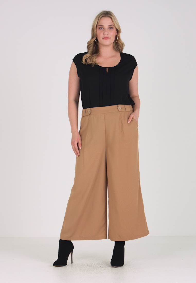 Lost Ink Plus - CROP TROUSER WITH BUTTON - Trousers - light brown