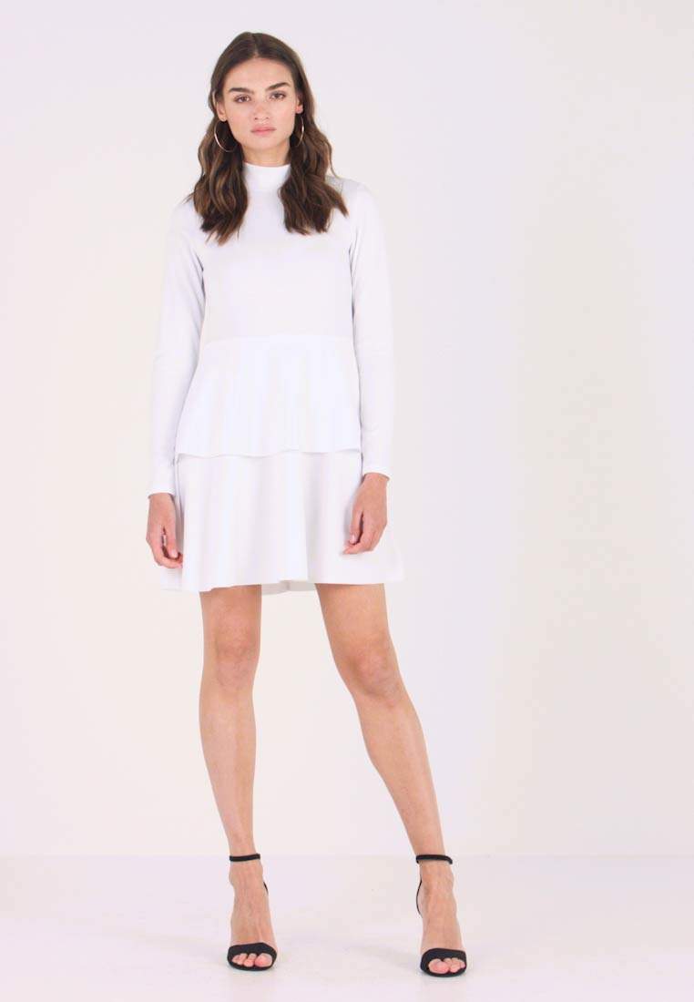 Missguided - HIGH NECK FRILL DRESS - Žerzejové šaty - white