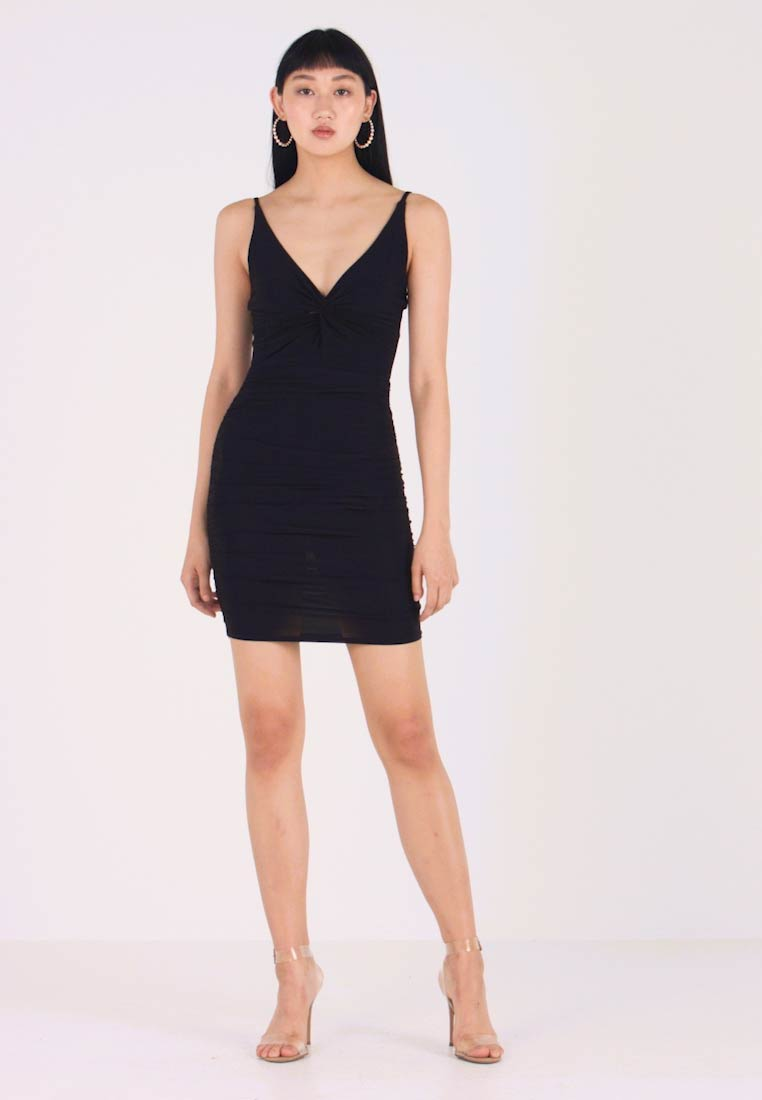 Missguided - TWIST SLINKY RUCHED MIDI DRESS - Vestito estivo - black