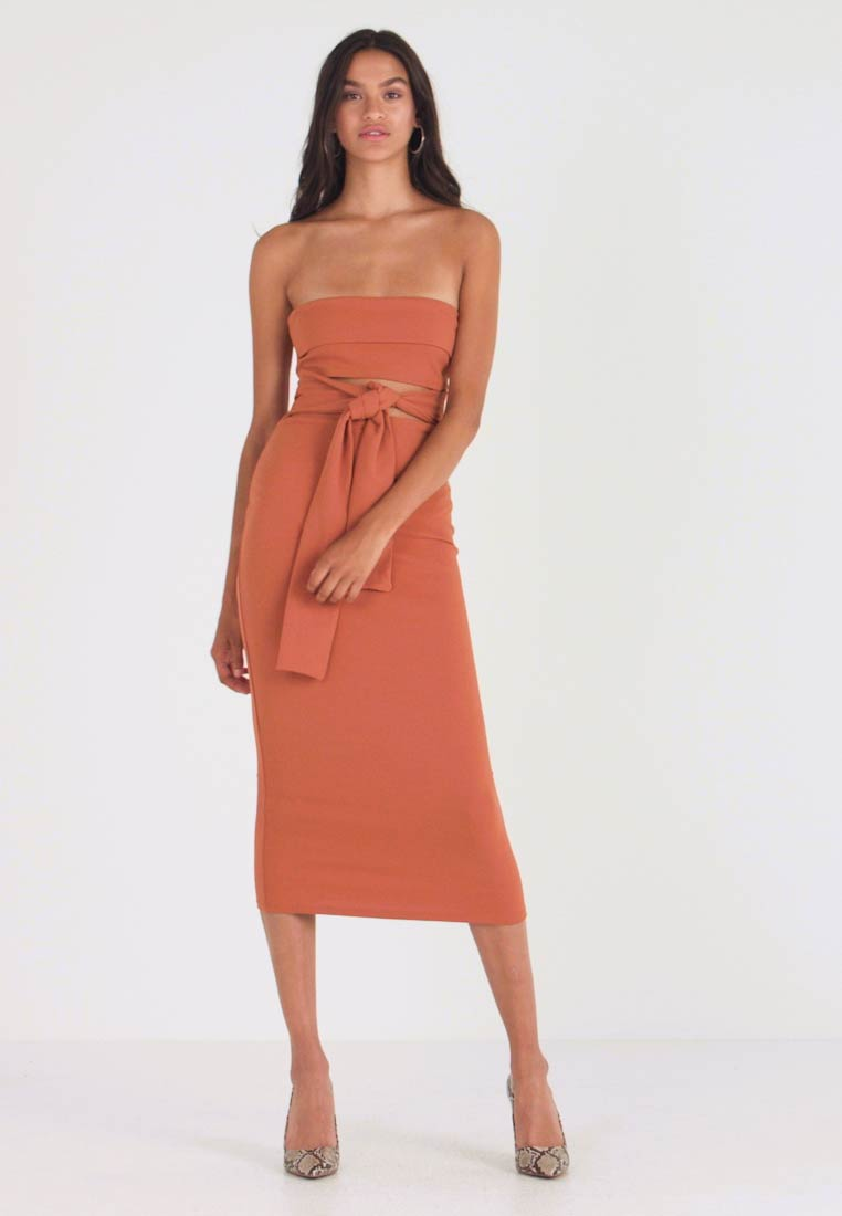 Missguided - CUT OUT BELTED BANDEAU DRESS - Cocktail dress / Party dress - brown