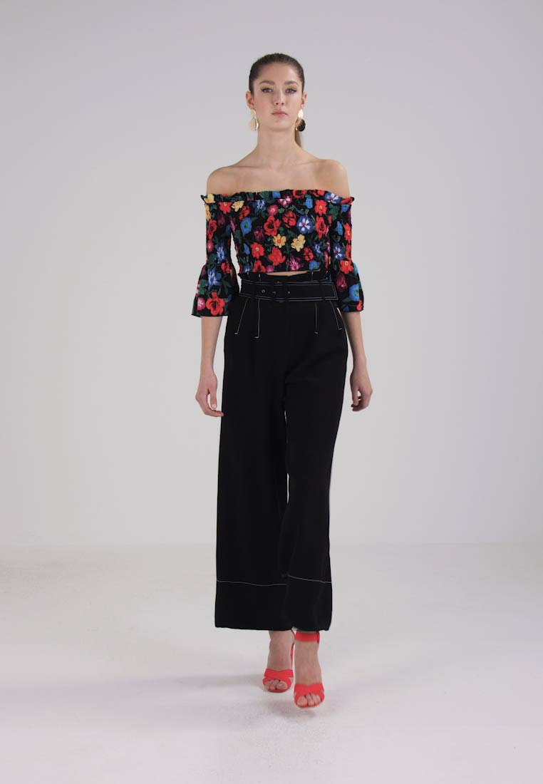 Missguided FLORAL PRINT SHIRRED BARDOT - Bluser - black
