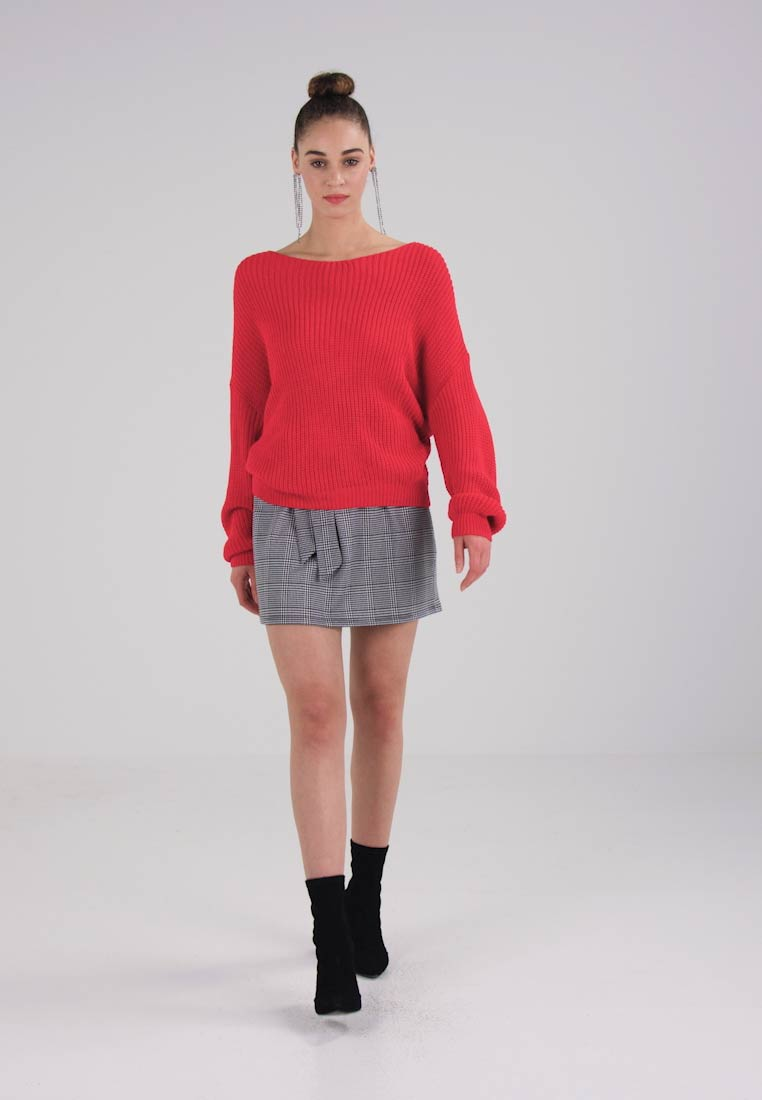 Missguided RED FLUFFY YARN TWIST BACK JUMPER - Jumper - red