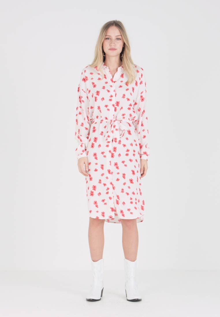 Moss Copenhagen - MOSA GENNI DRESS - Robe chemise - offwhite/red