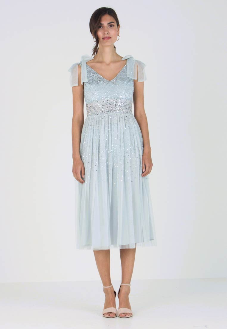 Maya Deluxe - SCATTER SEQUIN BOW DETAIL MIDI DRESS - Vestido de cóctel - ice blue
