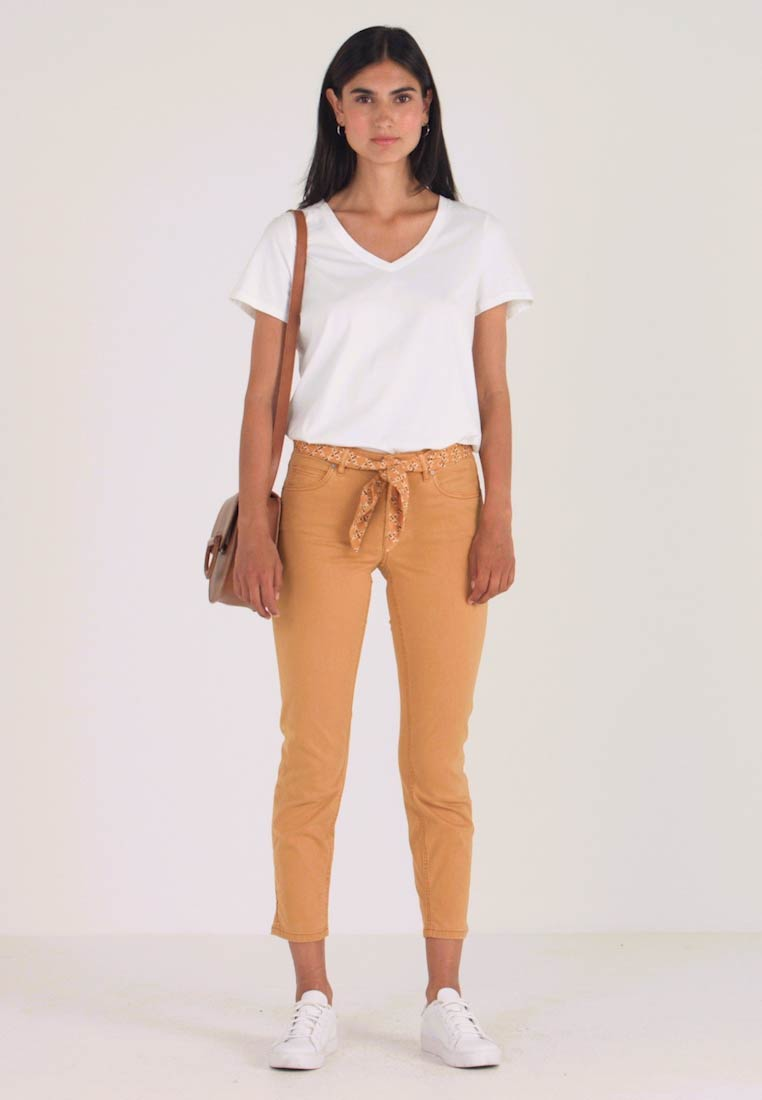 Marc O'Polo - 5 POCKET MID WAIST LEG CROP - Kalhoty - amber wheat