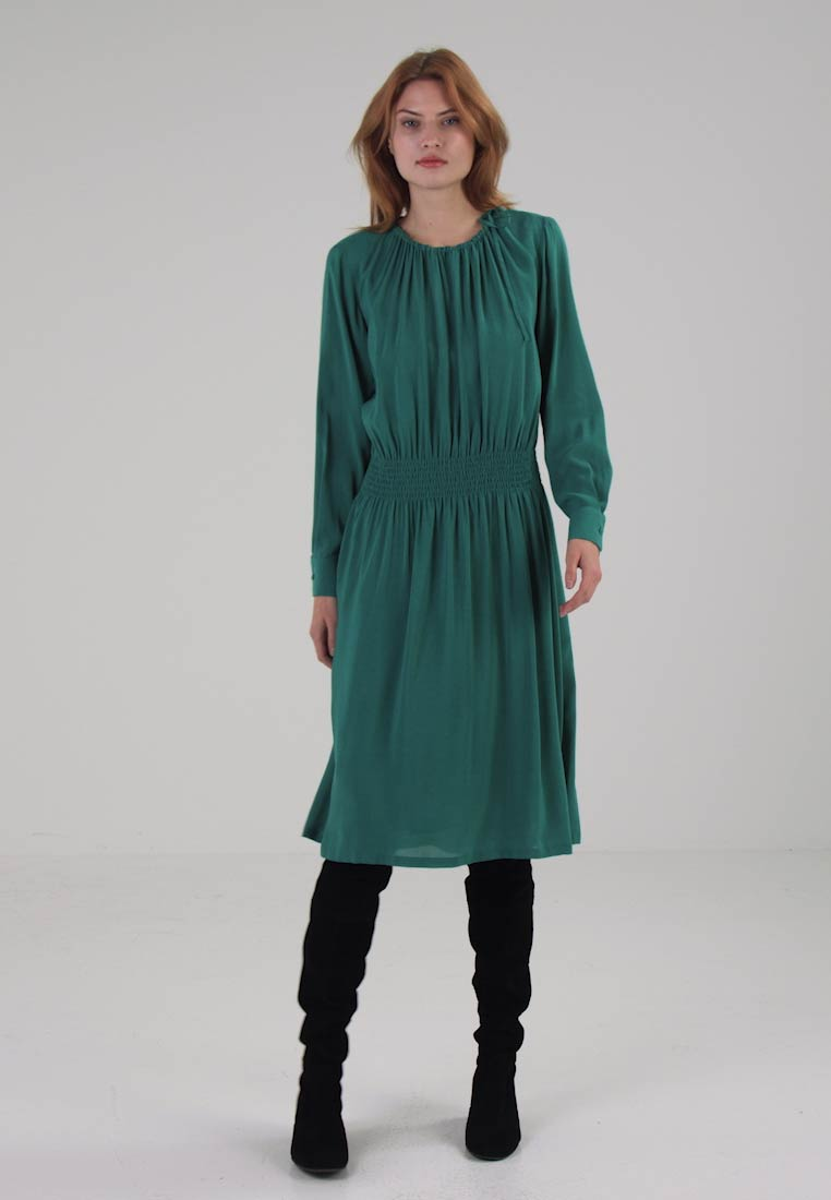 Marc OPolo DRESS FEMININE STYLE GATHERED WAIST - Robe dété - placid emerald
