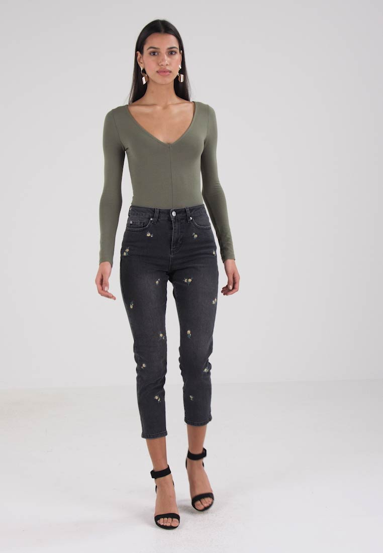 Miss Selfridge fit Slim DITSY EMBROIDERED MOM jeans SSwxrvq
