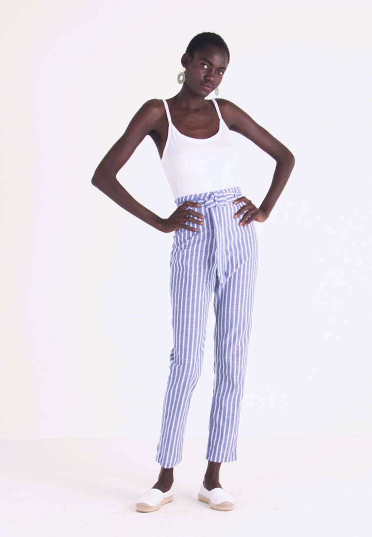 Missguided Tall - SELF BELTED CIGARETTE - Stoffhose - white